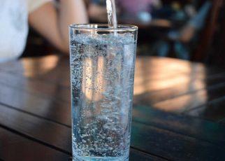 Woda pełna minerałów